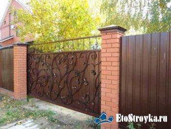 Забор из профнастила как украсить